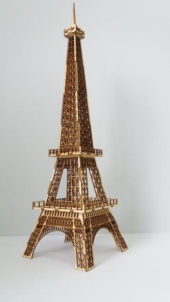 Wieża Eiffla ze sklejki